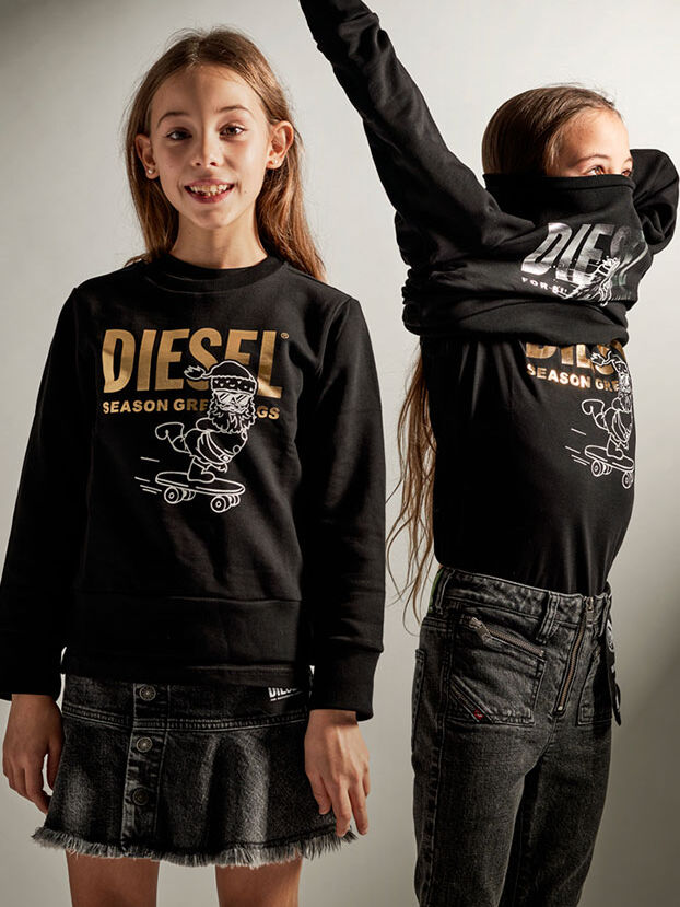 https://ch.diesel.com/dw/image/v2/BBLG_PRD/on/demandware.static/-/Library-Sites-DieselMFSharedLibrary/default/dw5dcb846d/CATEGORYOV/2x2-kid-xmas-6.jpg?sw=622&sh=829
