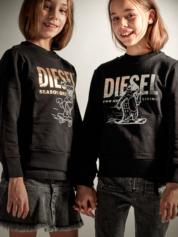 https://ch.diesel.com/dw/image/v2/BBLG_PRD/on/demandware.static/-/Library-Sites-DieselMFSharedLibrary/default/dw7656eb0a/CATEGORYOV/2x2-kid-xmas-7.jpg?sw=622&sh=829
