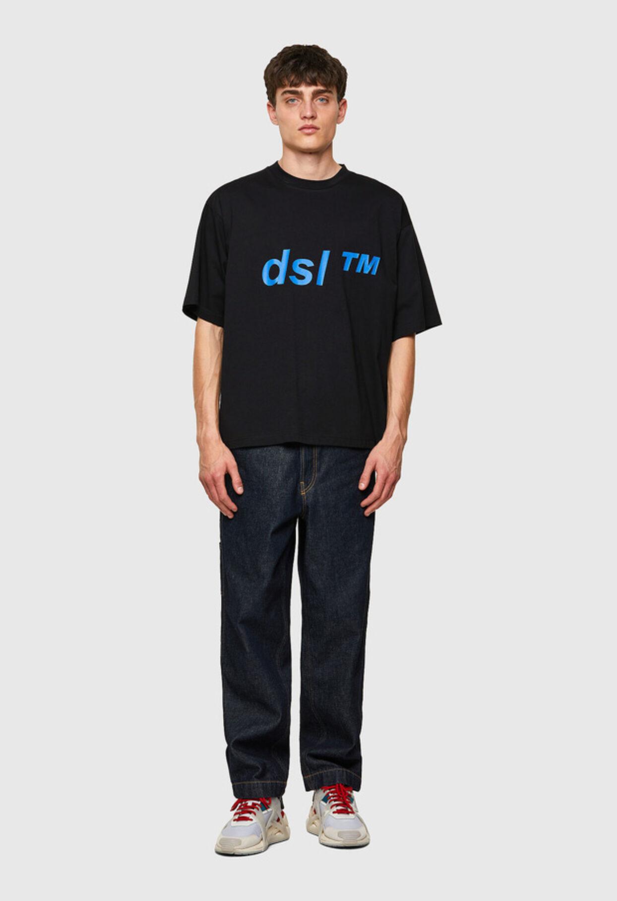 https://ch.diesel.com/dw/image/v2/BBLG_PRD/on/demandware.static/-/Library-Sites-DieselMFSharedLibrary/default/dwc2b2d1f7/CATEGORYOV/2x2_t-balm_A02798_0HAYU_9XX_C.jpg?sw=1244&sh=1814