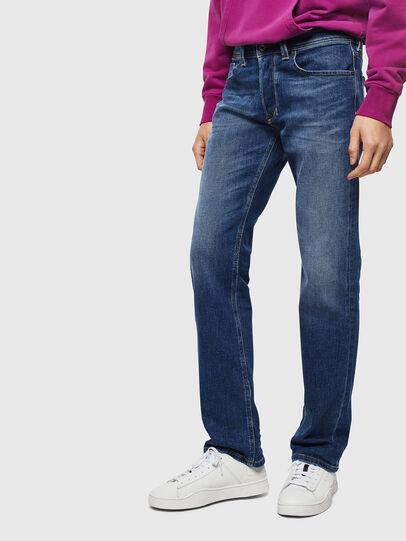 Diesel - Larkee 0096E, Mittelblau - Jeans - Image 1