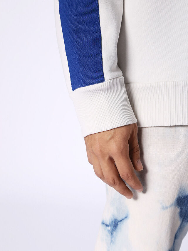 S-BAY, Weiß/Blau