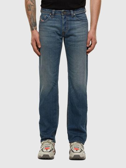 Diesel - Larkee 009EI, Mittelblau - Jeans - Image 1