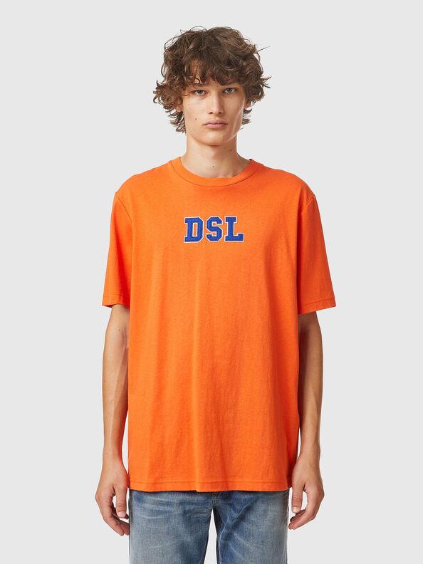 https://ch.diesel.com/dw/image/v2/BBLG_PRD/on/demandware.static/-/Sites-diesel-master-catalog/default/dw0bbf32c3/images/large/A03507_0QCAH_34H_O.jpg?sw=594&sh=792