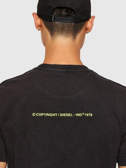 Diesel - T-DIEBIND-SLITS-A2, Nero - T-Shirts - Image 4