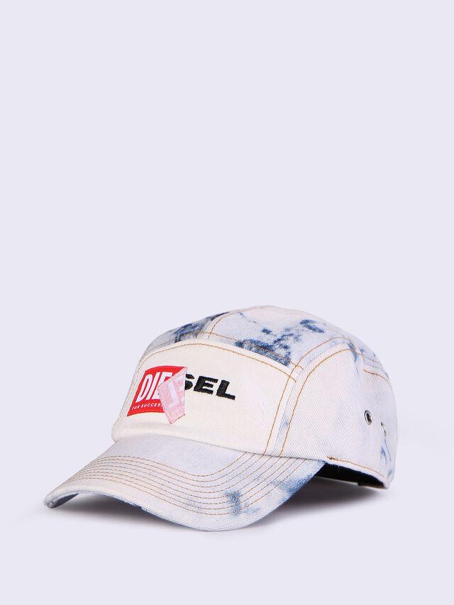 CHANNEL-D, Weiß