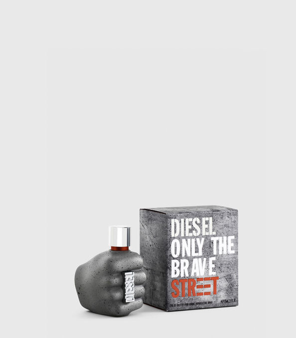 https://ch.diesel.com/dw/image/v2/BBLG_PRD/on/demandware.static/-/Sites-diesel-master-catalog/default/dw59fa09ef/images/large/PL0457_00PRO_01_O.jpg?sw=594&sh=678