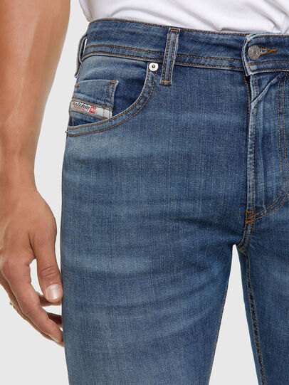 Diesel - Thommer 009DB, Mittelblau - Jeans - Image 3