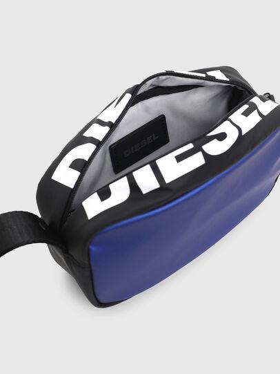 Diesel - BOLD POUCH, Blau/Schwarz - Taschen - Image 4