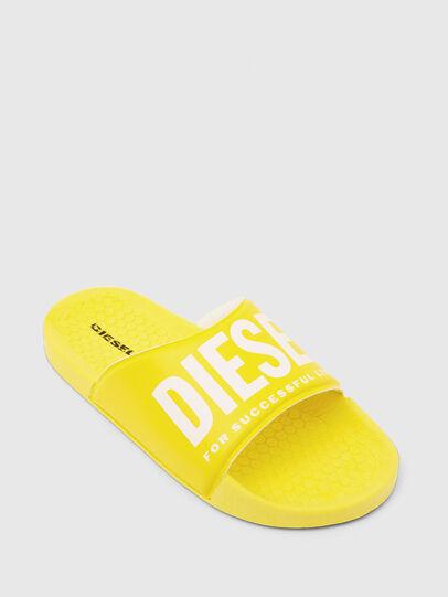 Diesel - FF 01 SLIPPER CH, Gelb - Schuhe - Image 4