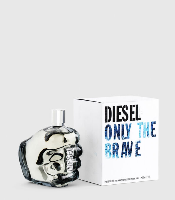https://ch.diesel.com/dw/image/v2/BBLG_PRD/on/demandware.static/-/Sites-diesel-master-catalog/default/dwa36491ac/images/large/PL0305_00PRO_01_O.jpg?sw=594&sh=678