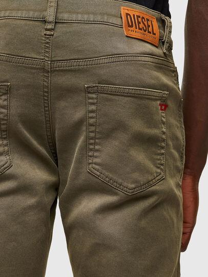 Diesel - D-Strukt JoggJeans® 0670M, Armeegrün - Jeans - Image 4