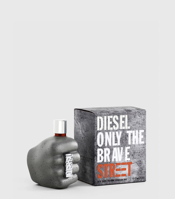 https://ch.diesel.com/dw/image/v2/BBLG_PRD/on/demandware.static/-/Sites-diesel-master-catalog/default/dwd6618be9/images/large/PL0458_00PRO_01_O.jpg?sw=594&sh=678